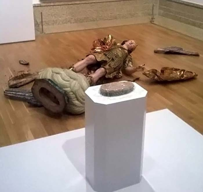 18th-century-statue-destroyed-tourist-selfie-vinegret-1