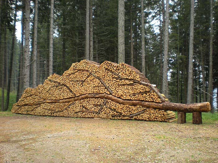 creative-wood-pile-stacking-art-vinegret-14