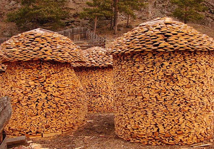 creative-wood-pile-stacking-art-vinegret-15