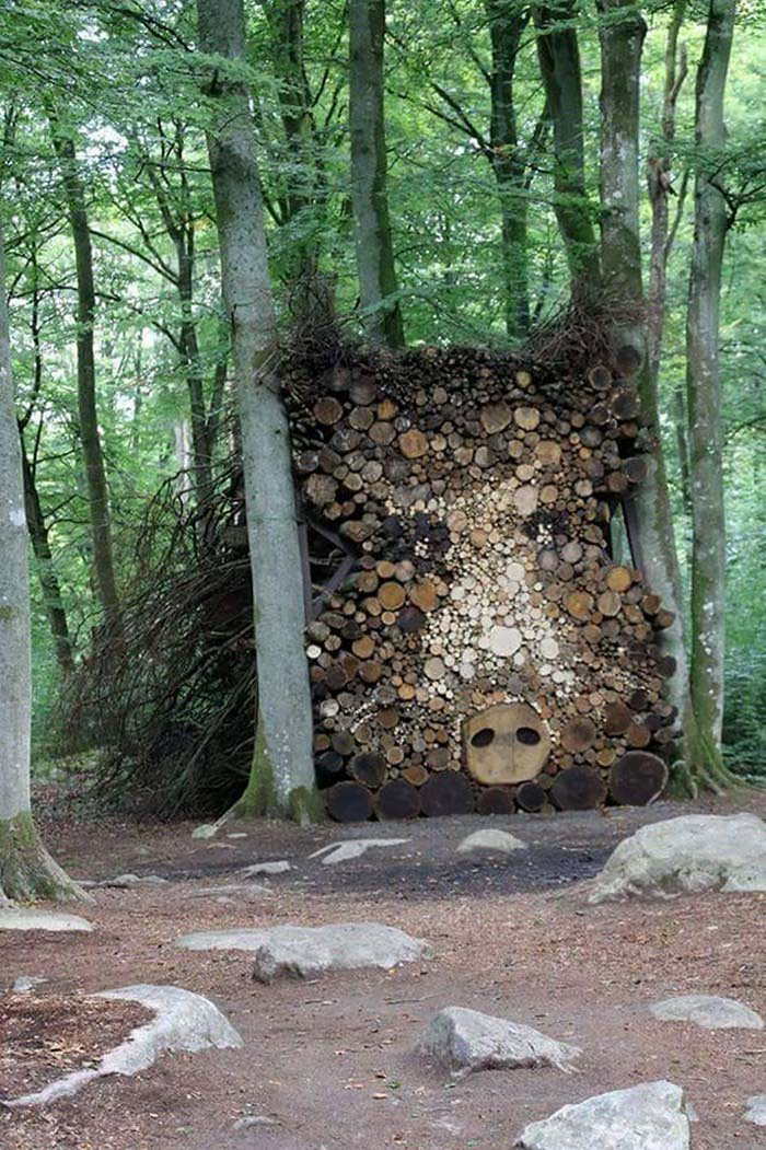 creative-wood-pile-stacking-art-vinegret-2