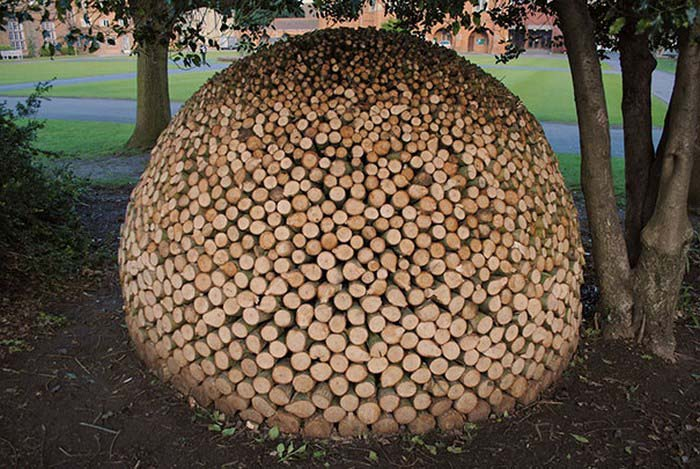 creative-wood-pile-stacking-art-vinegret-7
